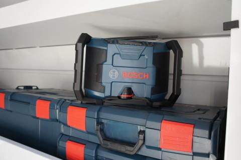 Компактный 12-вольтный радиоприемник Bosch PB120