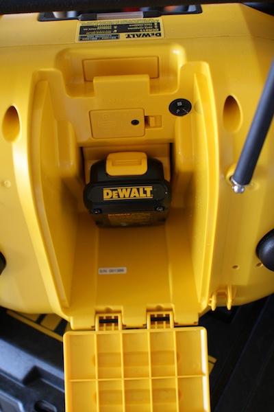 Приемник с функцией зарядного устройства DeWALT DCR015 20V MAX