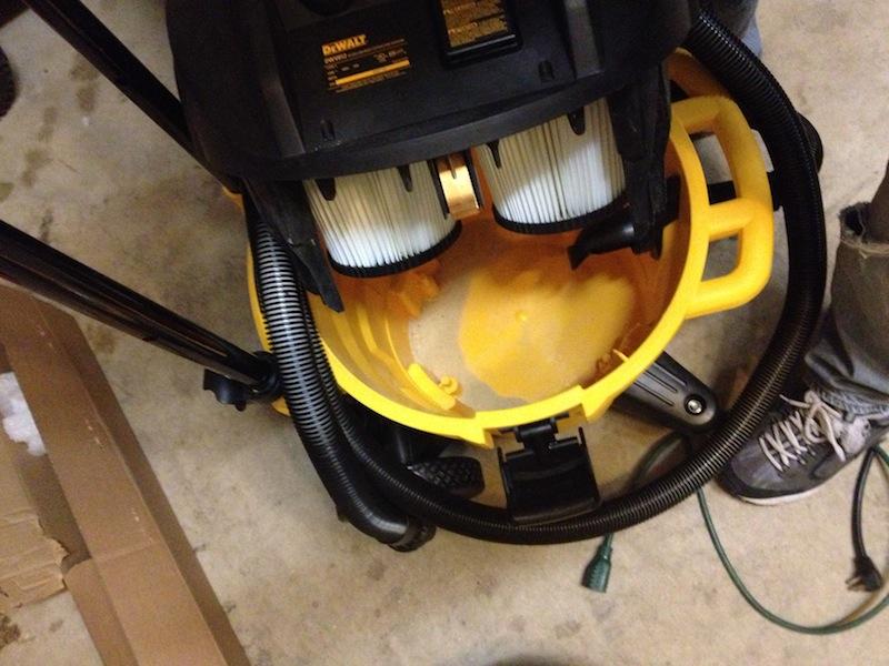 Пылесос с функцией автоматической очистки фильтров DeWALT DWV012
