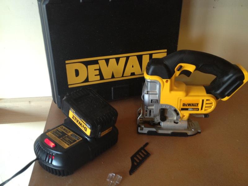 Электролобзик DeWALT DCS331L1 20V MAX с аккумулятором емкостью 3 Ач