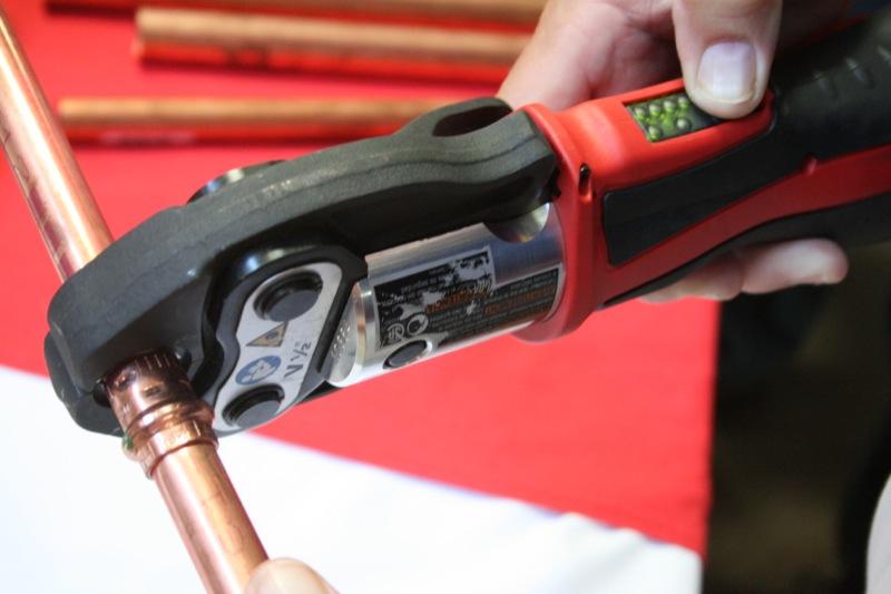 Инструмент для обжима труб Milwaukee Force Logic