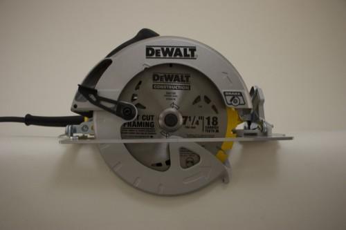 Легкая дисковая пила DeWalt DWE575