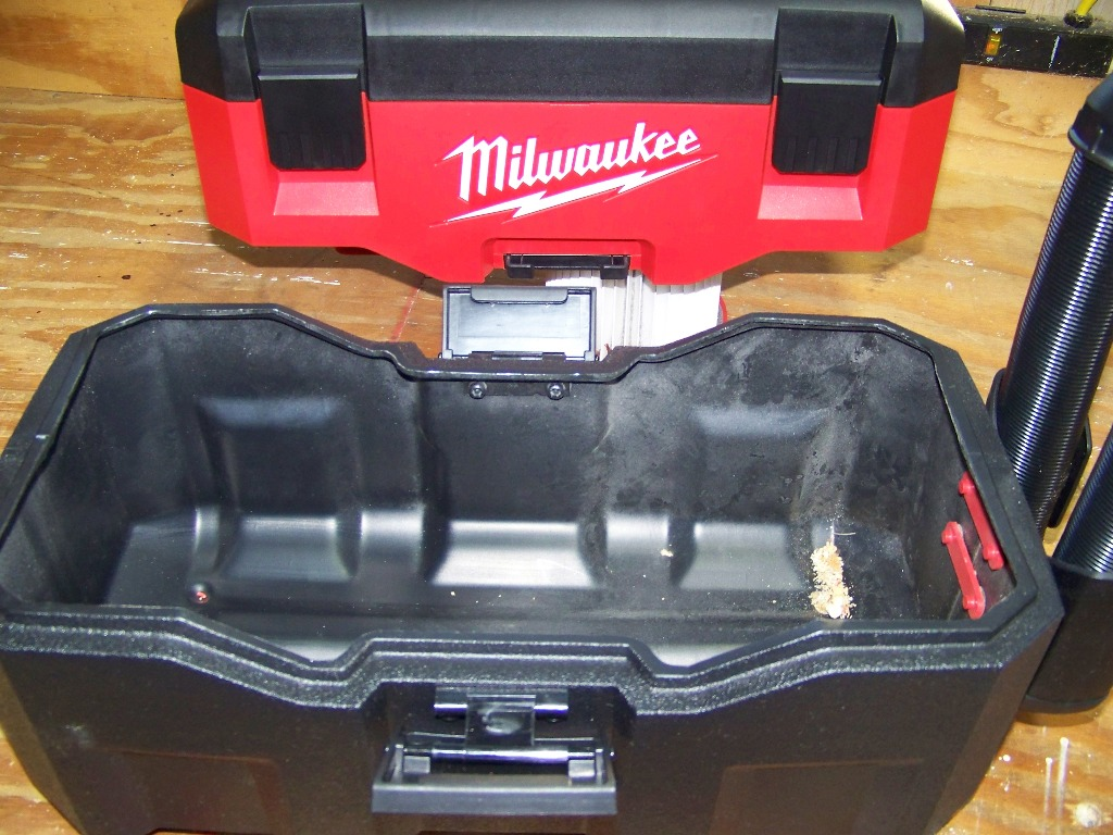 18-вольтный пылесос Milwaukee 0880-20 с функциями сухой и влажной уборки (ОБЗОР)