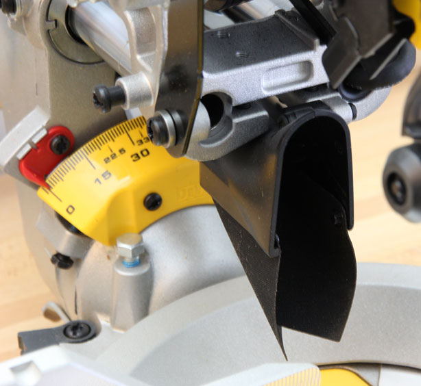 Комбинированная торцовочная пила с протяжкой Dewalt DWS780